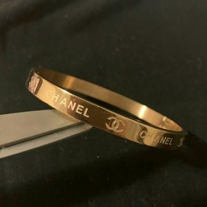 Awsome stunning bracelet 🎁🎁🎁🎁🎁